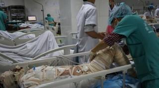 Lao vào nhà cháy cứu 2 con nhỏ, mẹ nguy kịch vì bỏng nặng