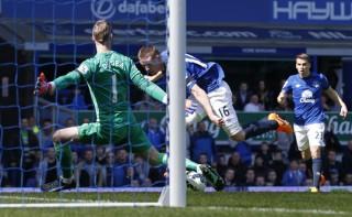Thua Everton 0-3, M.U rơi xuống hạng 4