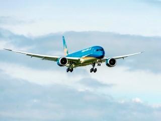 Boeing 787-9 đầu tiên của Vietnam Airlines bay trình diễn quốc tế