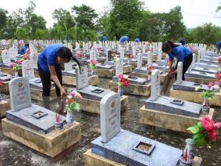 Tri ân các anh hùng liệt sỹ tại Nghĩa trang Liệt sỹ Quốc gia Đường 9