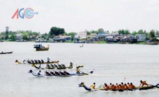 Sáng 2-9: Sôi nổi tranh tài Giải đua thuyền rồng Báo An Giang lần IV- 2015 tại ngã ba sông Châu Đốc