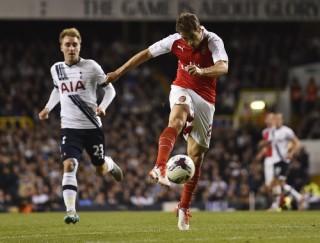 Arsenal vượt ải White Hart Lane, Man United và Chelsea đi tiếp ở League Cup