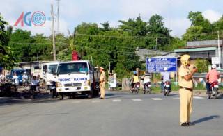 Đảm bảo trật tự an toàn giao thông đoạn nâng cấp trên Tỉnh lộ 943