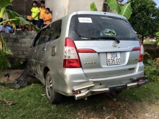 Ôtô gây tai nạn liên tiếp ở 2 huyện, 8 người bị thương