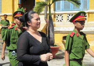 Hoãn phiên xử vợ nguyên bí thư Đảng ủy xã đốt xác phi tang