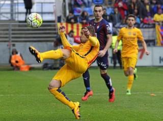 Messi lập công, Barcelona chạm mốc 100 bàn thắng