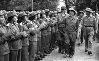 Phim tài liệu Việt Nam: Bao giờ trở lại thời hoàng kim?