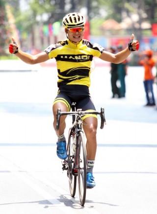 Nguyễn Trường Tài lần thứ 2 liên tiếp đoạt áo vàng chung cuộc Cúp xe đạp truyền hình