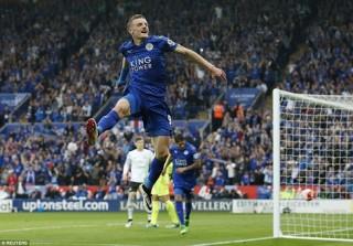 Vardy lập cú đúp, Leicester trọn niềm vui trong ngày nhận cúp vô địch