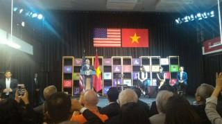 Ông Obama gặp gỡ hơn 100 doanh nghiệp tại Sài Gòn