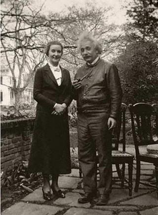 Nhà bác học Albert Einstein làm gián điệp cho Liên Xô vì mối tình với nữ điệp viên?