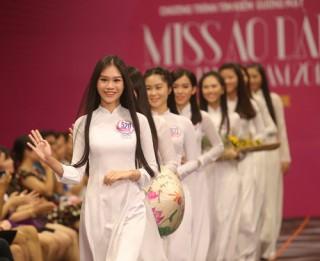 60 cô gái khoe sắc trong bán kết Hoa khôi Áo dài 2016