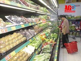 Thị trường An Giang tràn ngập nông sản thế giới