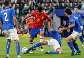 Hưởng phạt đền, Italia giành lại 1 điểm trước Tây Ban Nha
