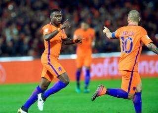 Hà Lan thắng đậm Belarus, giành ngôi đầu bảng