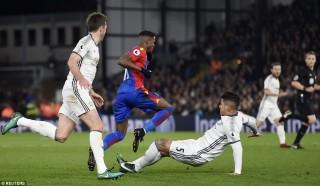 Pogba, Ibra giúp MU thắng nhọc Crystal Palace
