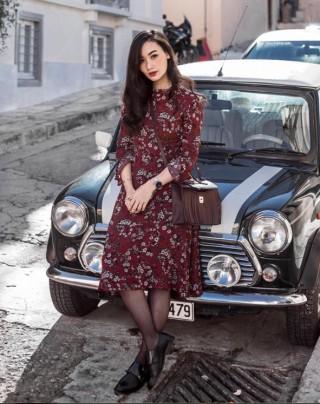 Diện váy hoa duyên dáng và ngọt ngào, các quý cô châu Á rạng rỡ dạo phố ngày đầu xuân