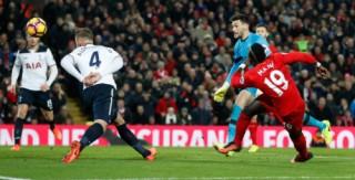 Liverpool giải hạn bằng chiến thắng trước Tottenham