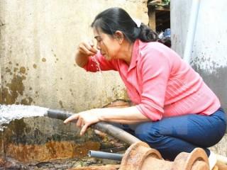 Hàng loạt giếng nước ở Buôn Ma Thuột bị nhiễm váng xăng dầu