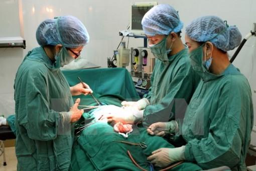 Cứu sống trẻ sơ sinh 10 ngày tuổi bị viêm phúc mạc bào thai