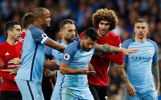 Fellaini nhận thẻ đỏ, MU cầm hòa Man City