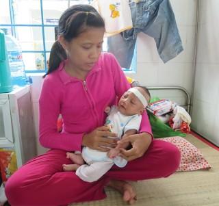 Bé 3 tháng tuổi bị bệnh nặng, cần được giúp đỡ