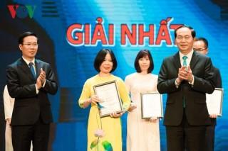 Chủ tịch nước trao giải thưởng toàn quốc về thông tin đối ngoại 2016