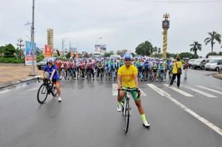 """Nguyễn Thị Thật lập """"cú đúp"""" tại Giải xe đạp nữ toàn quốc mở rộng tranh Cúp Truyền hình An Giang lần XVIII-2017"""