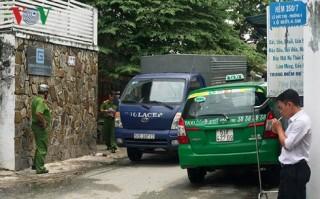 Rút súng bắn vì mâu thuẫn do taxi đỗ chắn đường vào nhà