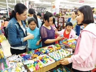 Sôi động thị trường sách và đồ dùng học tập