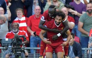 """""""Bom tấn"""" Mohamed Salah bùng nổ, Liverpool đè bẹp Arsenal"""