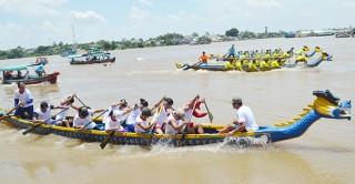 Hào hứng hội đua thuyền vùng biên giới