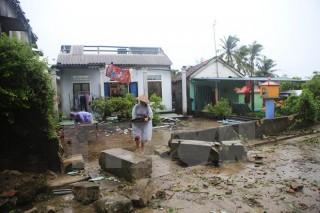 Hơn 600 ngôi nhà tại Huế bị tốc mái sau khi bão số 10 đổ bộ