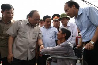 Thủ tướng đi dọc Bắc Trung Bộ chỉ đạo khắc phục hậu quả bão