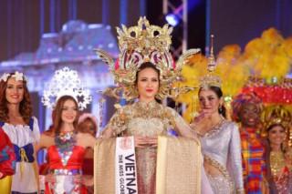 Khánh Ngân đăng quang Miss Globe 2017