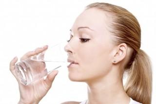 Mỗi ngày cần uống bao nhiêu nước?