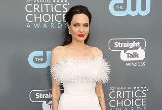 "Angelina Jolie mặc đẹp nhất lễ trao giải Critics"" Choice 2018"