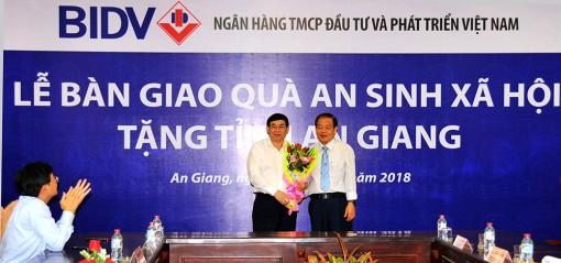 BIDV hỗ trợ trên 10 tỷ đồng xây nhà, trường học và tặng quà Tết cho người dân An Giang