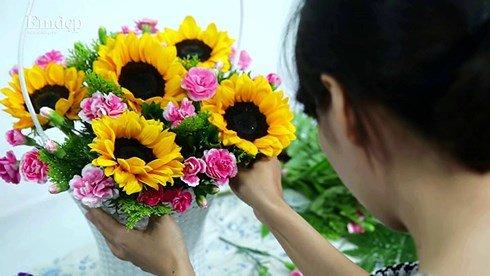 Mẹo cắm hoa tươi lâu ngày Tết