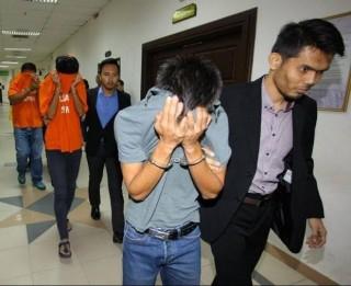 Hai cầu thủ Malaysia bán độ bị bắt vì… 'diễn quá vụng'
