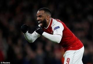 """Thắng đậm CSKA, Arsenal """"đặt một chân"""" vào bán kết Europa League"""