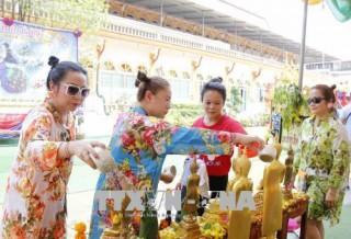 Người dân Lào tưng bừng vui đón Tết cổ truyền dân tộc