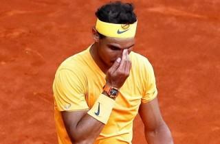Địa chấn ở Madrid: Rafael Nadal gục ngã, mất ngôi số 1 thế giới