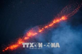 Mỹ: Dung nham của núi lửa Kilauea tiến sát khu vực nhà máy điện địa nhiệt