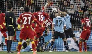 """Năm sự cố """"muốn quên mà không được"""" trong lịch sử World Cup"""