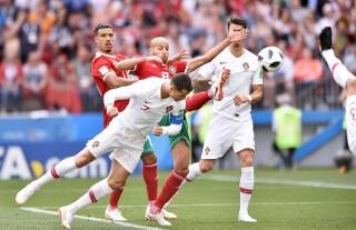 Ronaldo tiếp tục làm 'Vua' nhưng Bồ Đào Nha thắng trong sợ hãi