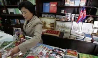 Triều Tiên dừng bán đồ lưu niệm mang thông điệp chống Mỹ