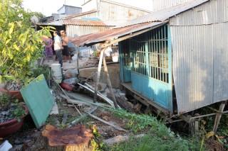 Sạt lở nghiêm trọng gần 250m ở Hòa An, di dời khẩn cấp 14 nhà dân