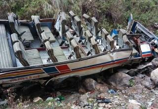 Xe khách lao xuống hẻm núi sâu, gần 50 người thiệt mạng