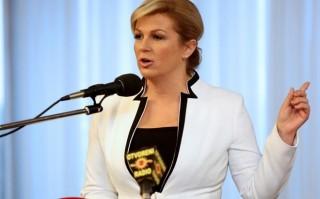 Học hỏi nữ Tổng thống Croatia cách diện đồ vô cùng thông minh